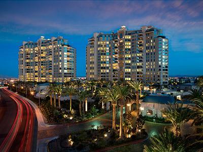 Queensridge-Place-High-RIse-Condos-Las-Vegas