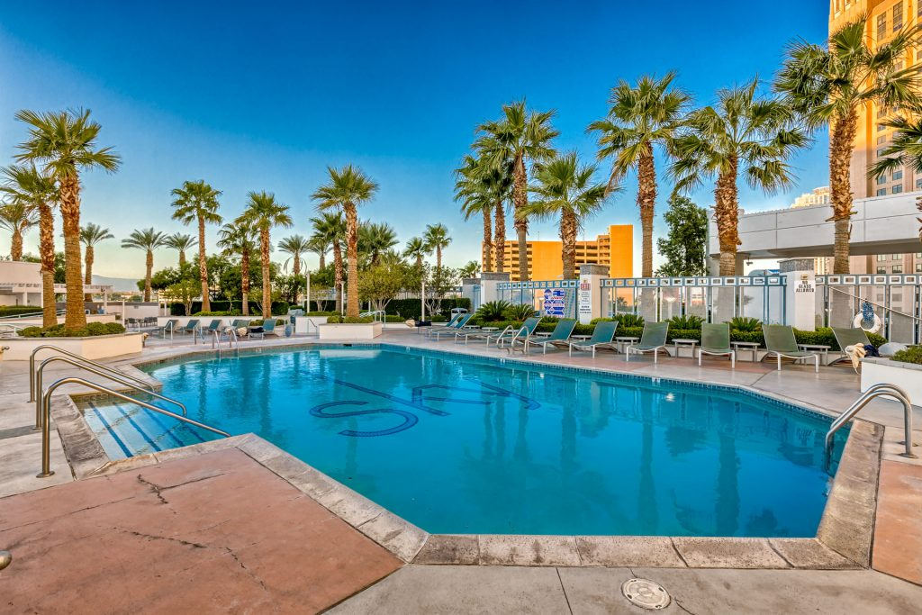 sky-ask-vegas-condo-pool